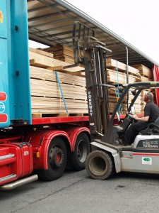 Unloading timber delivery from France