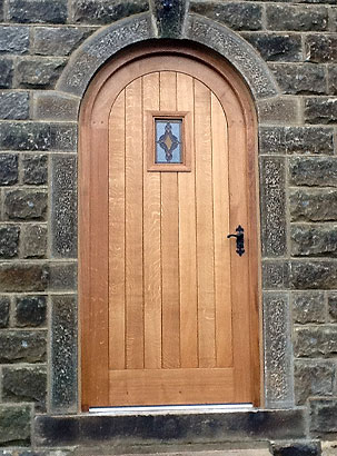 addingham-curved-oak-door-feature