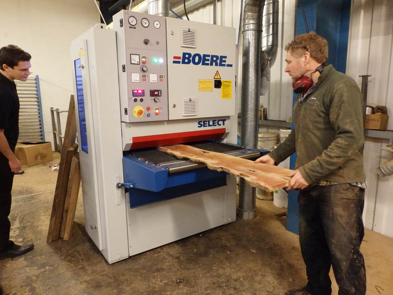 Tony demonstrating the Boere knife planing machine