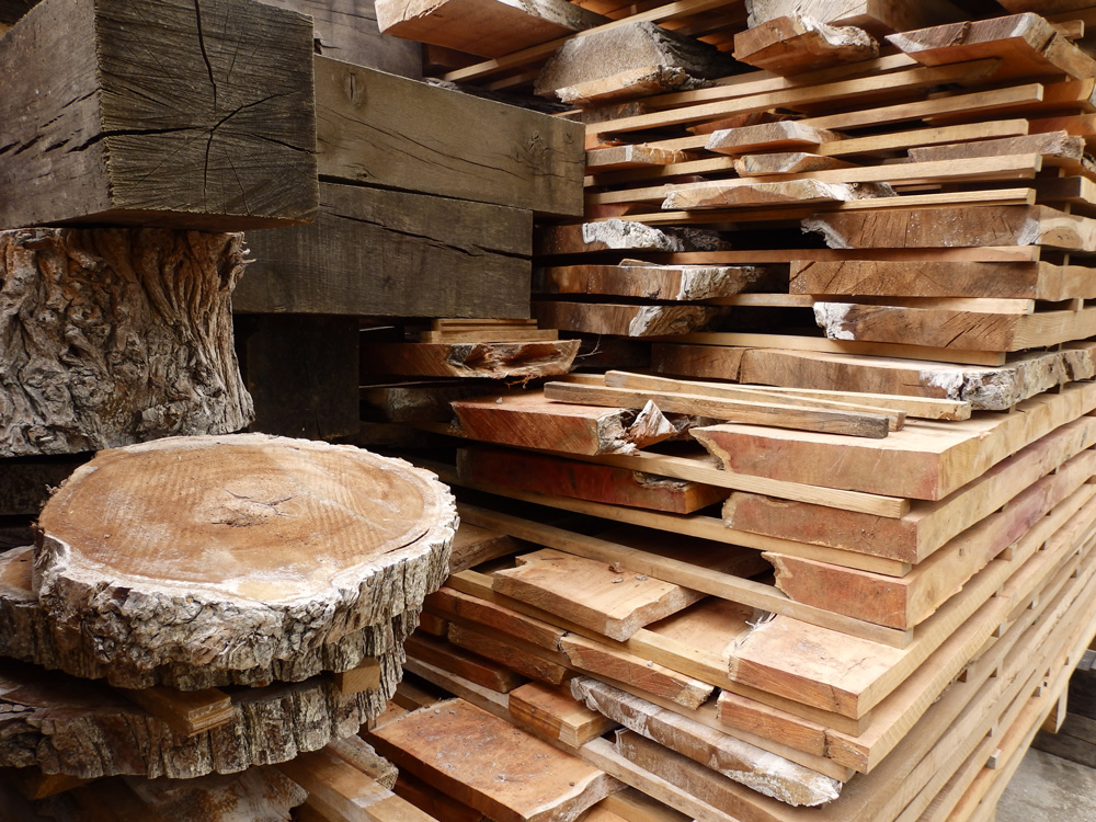 Kiln-dried round slices, beams, boards and planks of Oak, Elm, Lime, Yew and Horse Chestnut timber